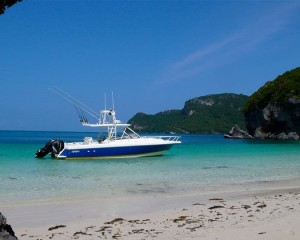 The Perfect Koh Samui Cruising yacht! This powerful yacht is in perfect condition with rebuilt 275 HP Engines and a top speed of 38 Knots Many extras. Also for Charter!
